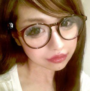 「眼鏡先輩」の柴田洋子