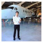 セスナ機のパイロットのユウジは悪質サイトに誘導しているサクラ業者