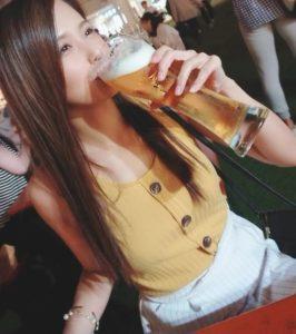ビールを飲むひろこ